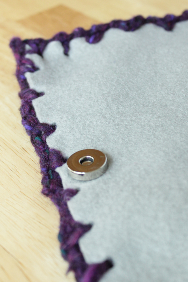 How-to: Knit Bauble Clutch | HandsOccupied.com