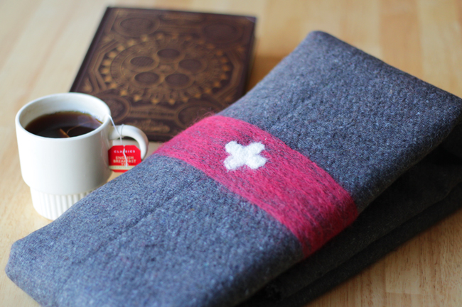 How-to: DIY Wool Swiss Army Blanket | HandsOccupied.com
