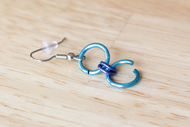 How-to: Chainmaille 101 & Chainmaille Earrings | HandsOccupied.com