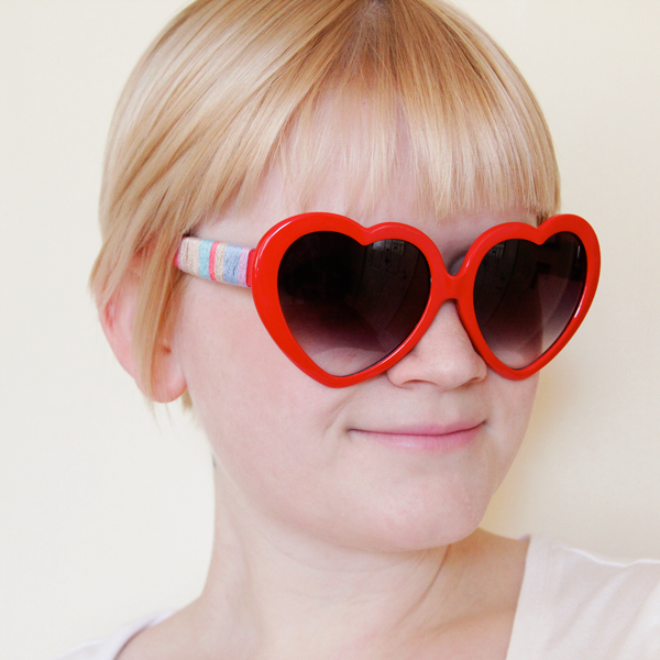 Easy Friendship Bracelet Sunglasses, Thread Wrapped Glasses at Hands Occupied