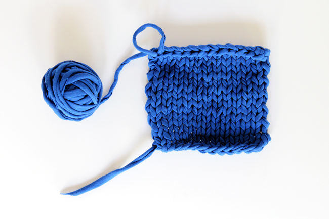 Cross Body Phone Case Pattern with T-shirt Yarn at handsoccupied.com