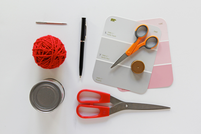 How to Make a Pom Pom at handsoccupied.com