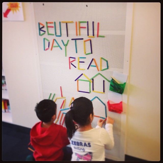 A Beautiful Day to Read by Kids at the Library | HandsOccupied.com