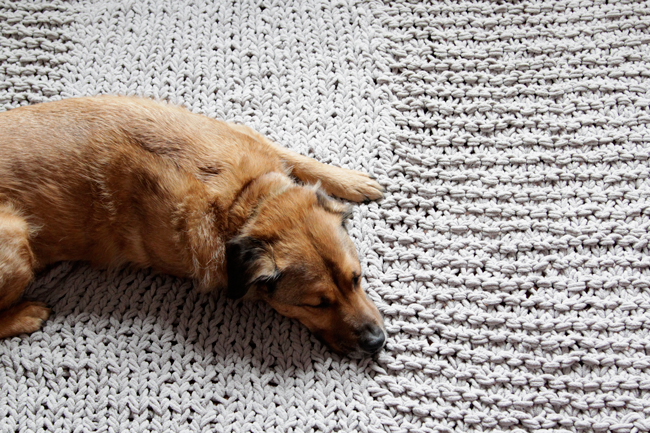 Click through for a free pattern for a Bulky Knit Rug!