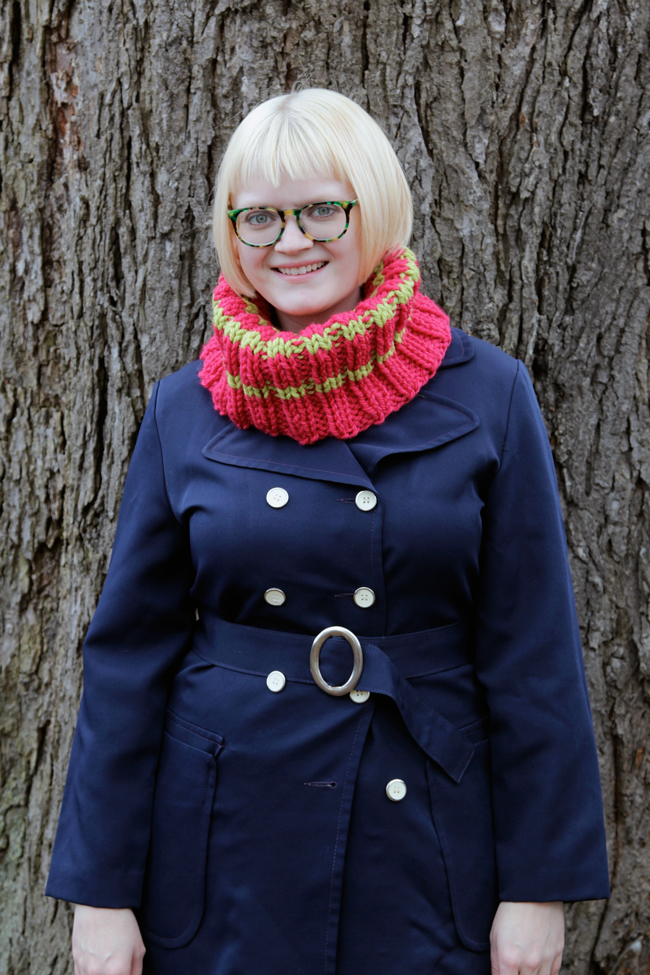 Chunky Ribbed Cowl - Click through for the free knitting pattern!