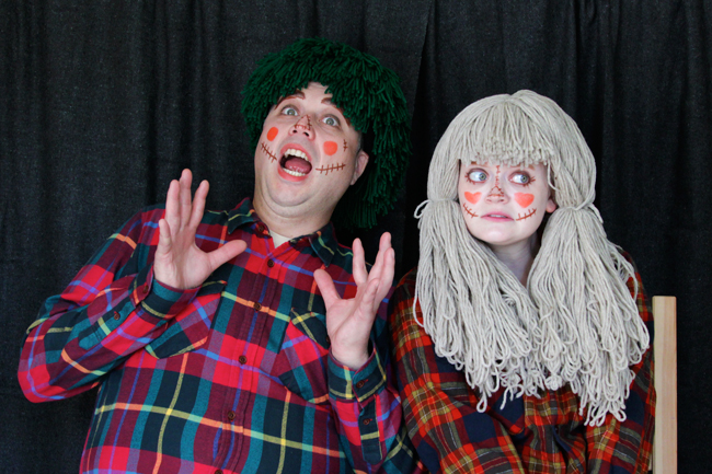 How to easily DIY scarecrow couples costumes with yarn wigs!