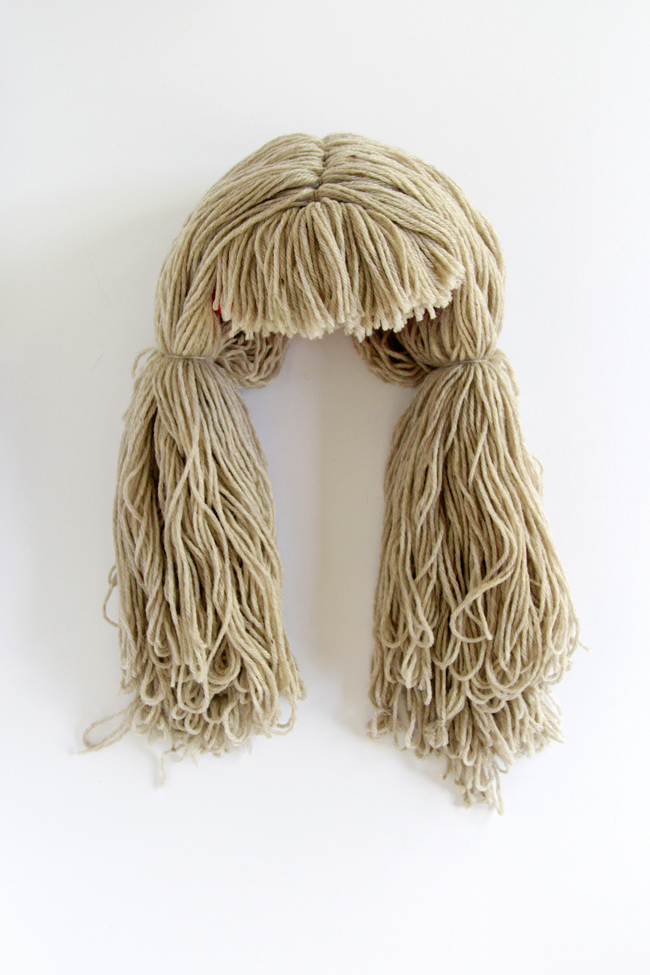 How to make a yarn wig with pigtails and bangs, a super easy DIY!