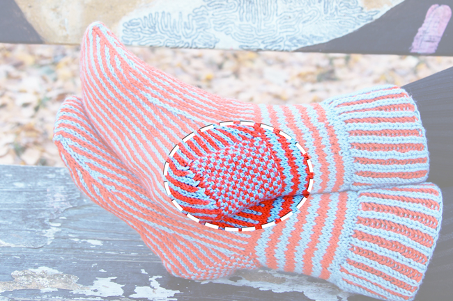 How to knit a linen stitch heel in cuff down socks - click through for the video tutorial.