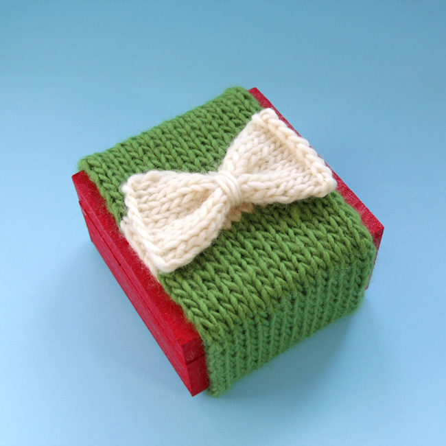 Knit your gift wrap with this simple, free pattern that comes together in minutes!