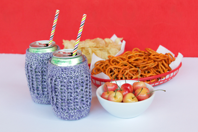 Grab your crochet hooks! You can take this quick project from yarn ball to beer koozie before lunchtime on a lazy summer day. Click through for the free pattern.