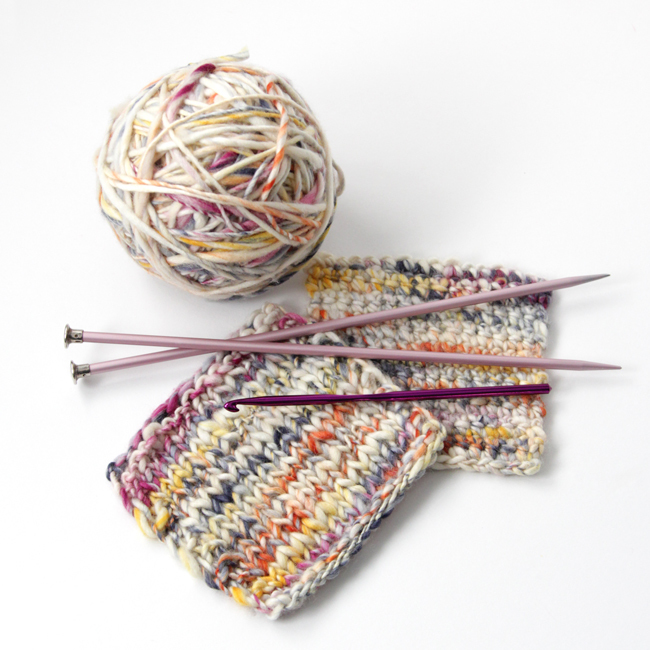 You've got to try Manos del Uruguay's new Serpentina yarn - it's handspun, making it so pretty! Click through for a full review and giveaway.