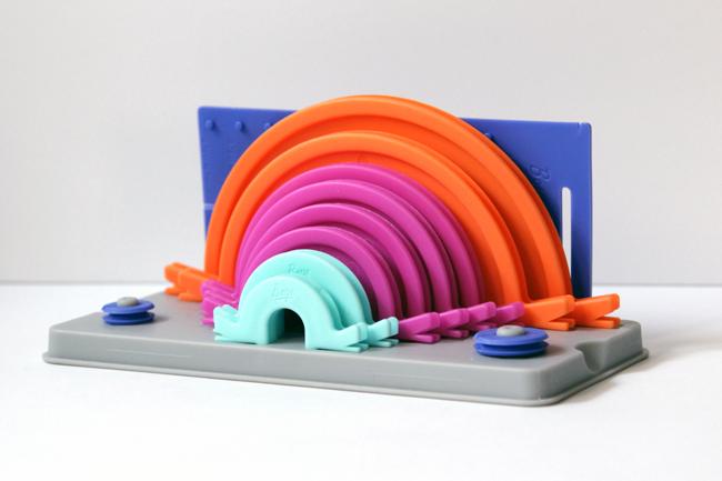 Boye's Pom Pom & Tassel Maker helps you make 10 different sizes of pom poms & 11 different sizes of tassels!