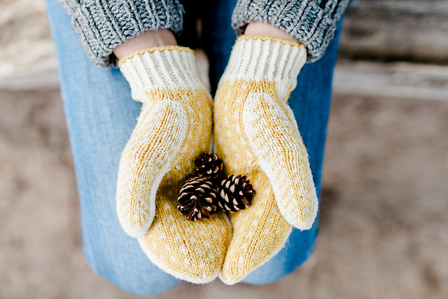 Winterfold Mittens by Claire Walls